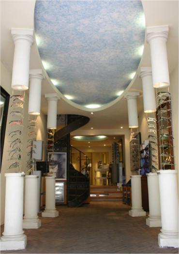 De winkel van optiek opticien zonnebrillen Villa Ruimzicht Amsterdam.
